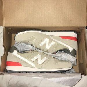 Women's New Balance 696 Shoes, size 7.5